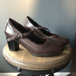 clarks bendables brown leather Mary Jane heel
